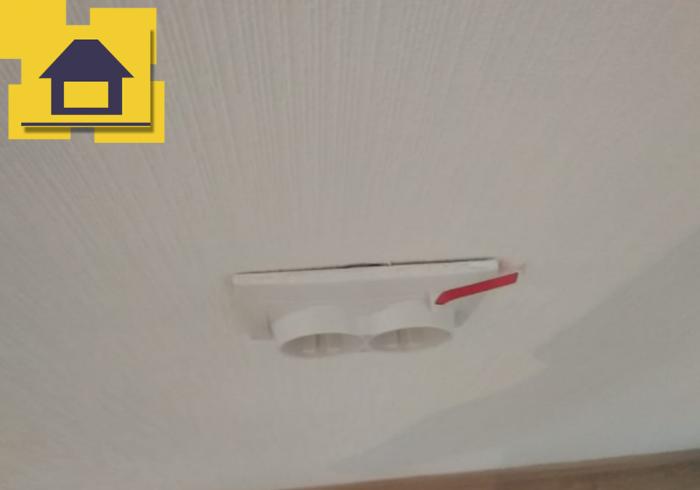 Приёмка квартиры в ЖК Краски Лета: Розетка не прилегает к стене