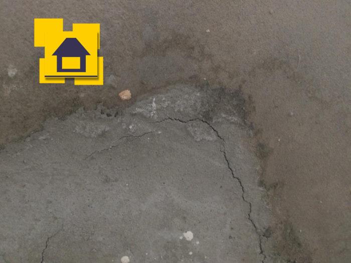 Приёмка квартиры в ЖК Цвета радуги: Трещина в стяжке пола