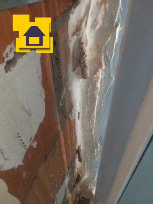 Приёмка квартиры в ЖК Цвета радуги: Не обрезана арматура в кладке кирпича
