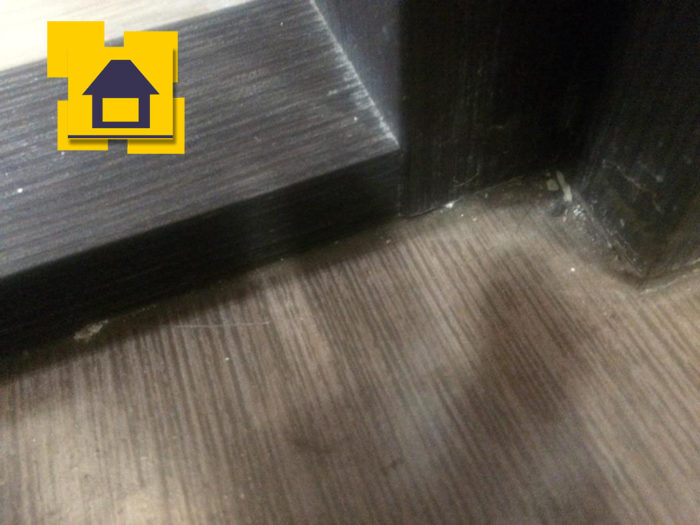 Приёмка квартиры в ЖК Мореокеан: Царапина на ламинате