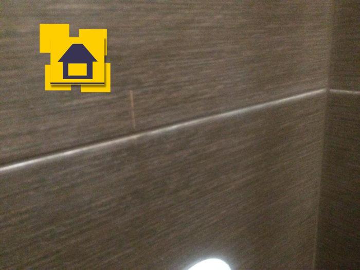 Приёмка квартиры в ЖК Мореокеан: Царапина на плитке