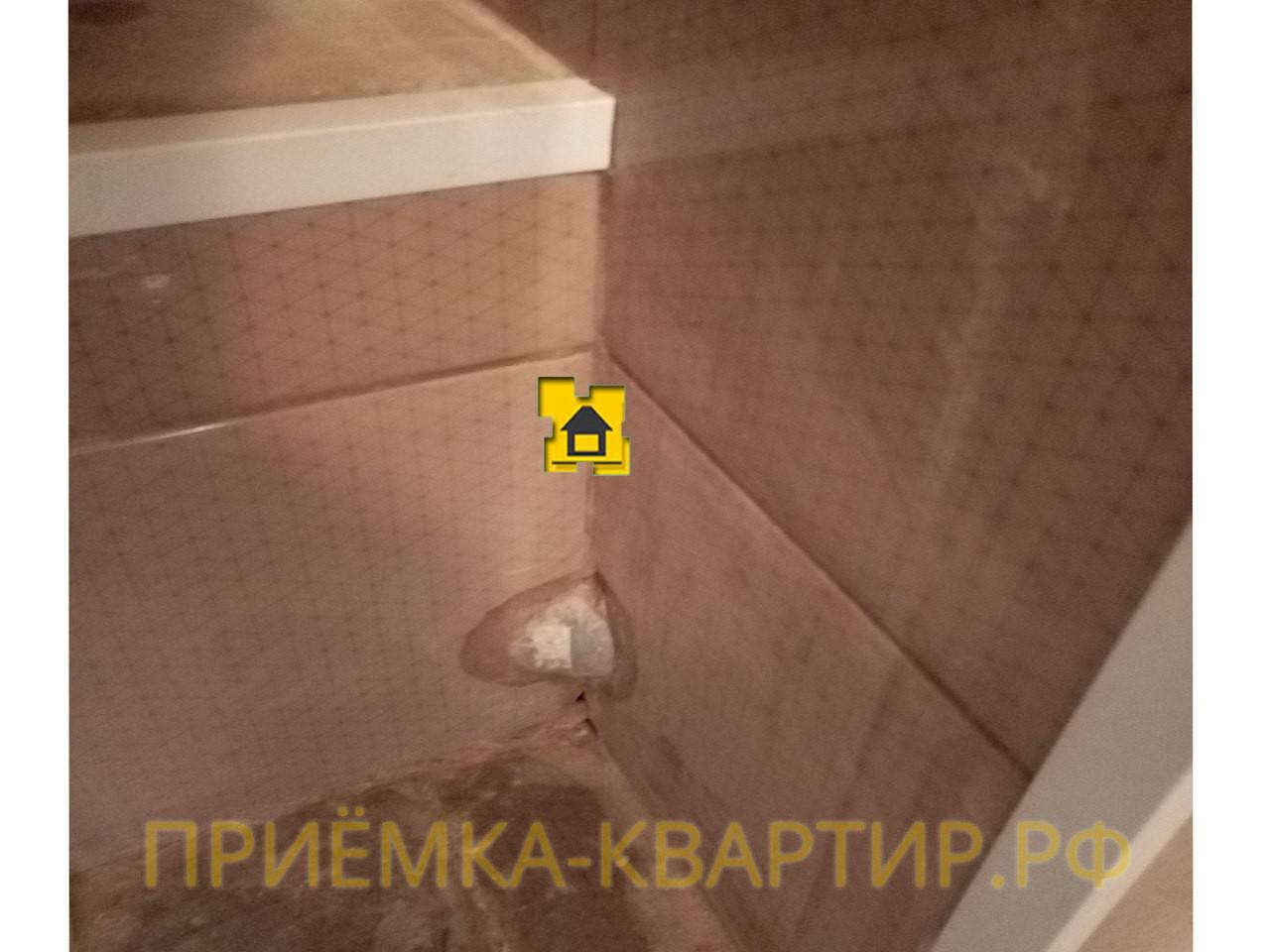 Приёмка квартиры в ЖК Новое Мурино: Выход фановой трубы в углу примыкания плитки