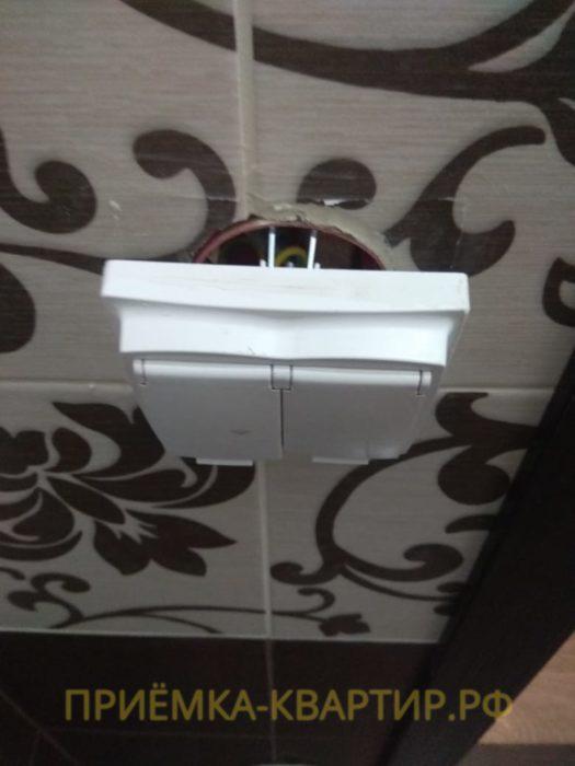 Приёмка квартиры в ЖК Семь Столиц: Не закреплена розетка в ванной