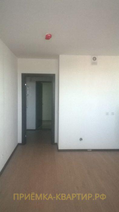 Приёмка квартиры в ЖК Зима Лето: Нарушена ламинация на наличнике