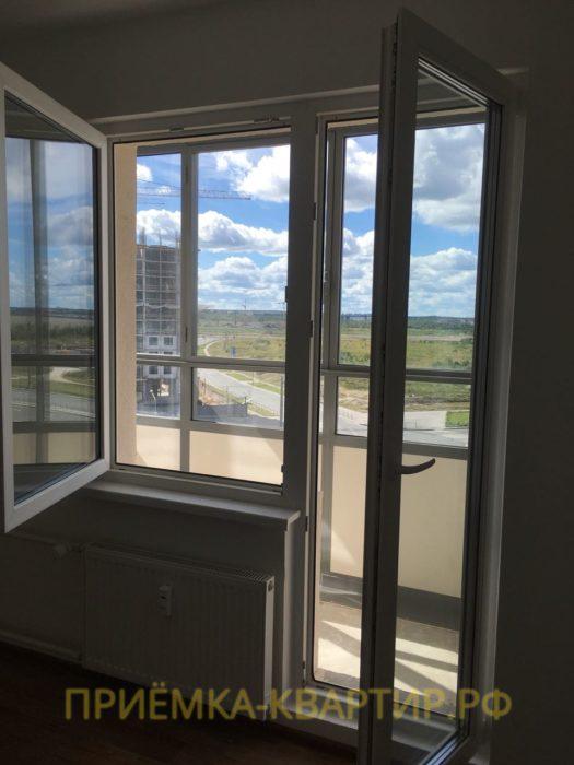 Приёмка квартиры в ЖК Южная Акватория: На профиле балконной двери есть мелкие царапины
