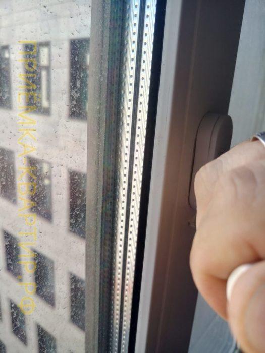 Приёмка квартиры в ЖК Елагин Апарт: При открывании окна происходит кручение всего оконного профиля (брак изделия)