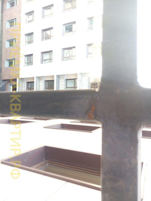 Приёмка квартиры в ЖК Елагин Апарт: На балконном ограждении присутствует ржавчина