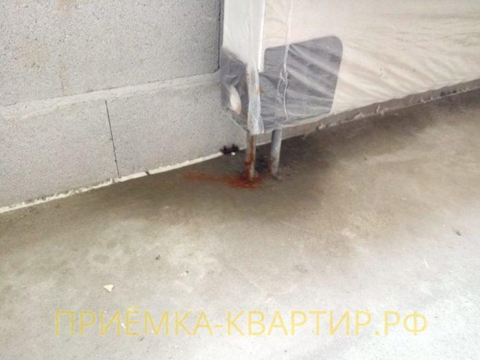 Приёмка квартиры в ЖК Look: Не герметичное соединение труб радиатора отопления
