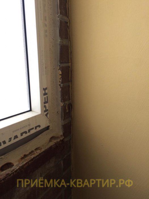 Приёмка квартиры в ЖК Алфавит: На примыкании балконной перегородки деформационная щель