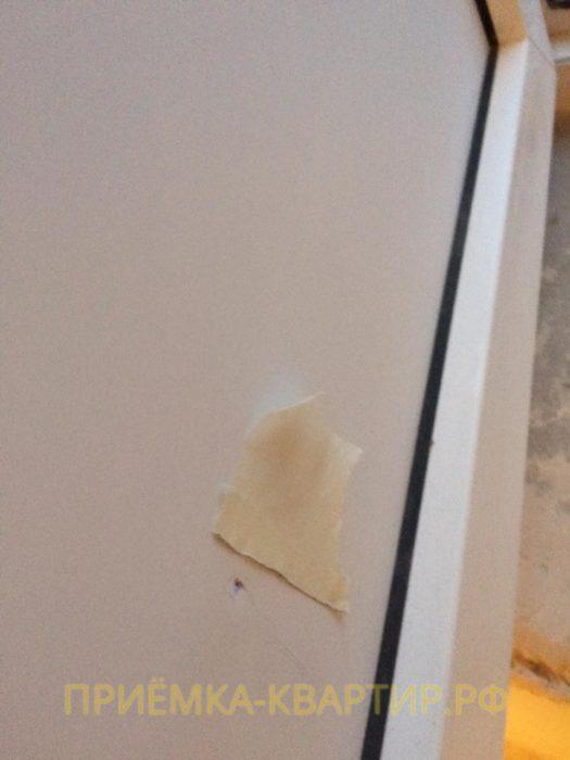 Приёмка квартиры в ЖК Малая Охта: Вмятина на панели балконной двери