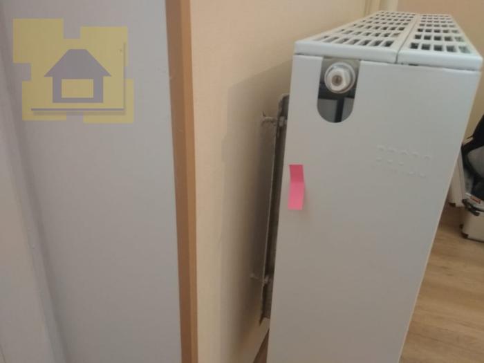 Приёмка квартиры в ЖК Краски Лета: Сколы ЛКП радиатора