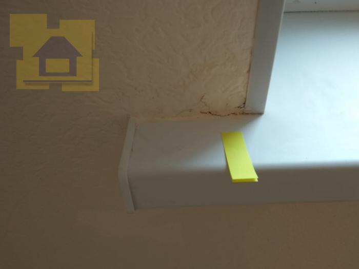 Приёмка квартиры в ЖК YOUПитер: Примыкание откоса к подоконнику, продавлена стена