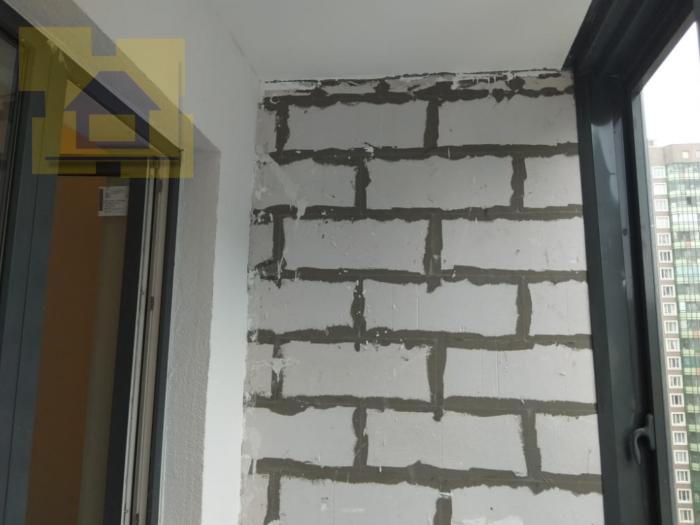 Приёмка квартиры в ЖК YOUПитер: На балконе, стена без штукатурки