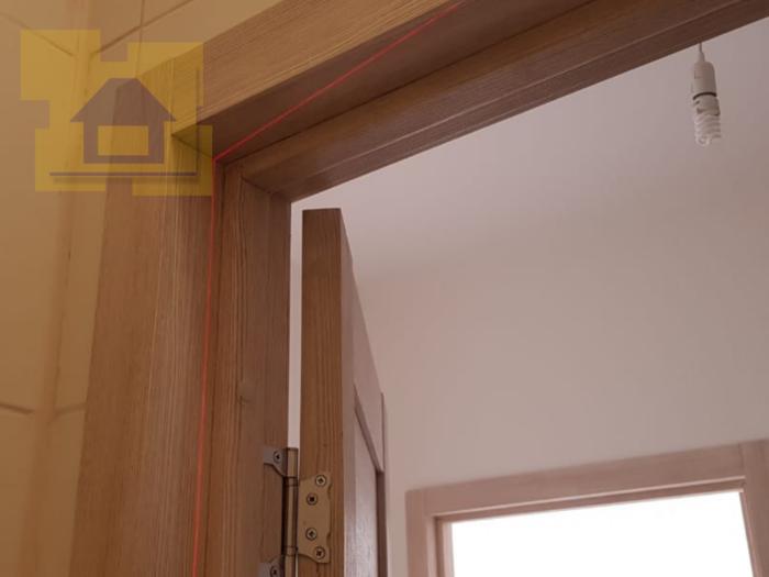 Приёмка квартиры в ЖК Светлановский: Дверная коробка установлен с отклонением от вертикали свыше 10 мм