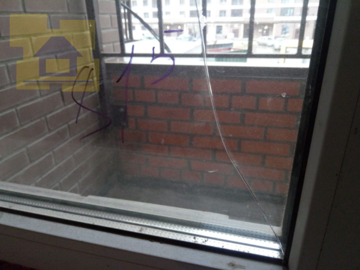 Приёмка квартиры в ЖК Две Столицы: Трещина на стеклопакете