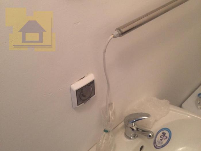 Приёмка квартиры в ЖК Я-Романтик: Розетки установлены над раковиной и электрополотенцесушитель вместо обычного