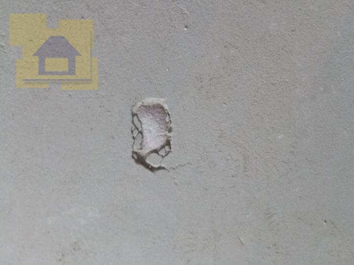 Приёмка квартиры в ЖК Правый Берег 3: Скол стяжки пола