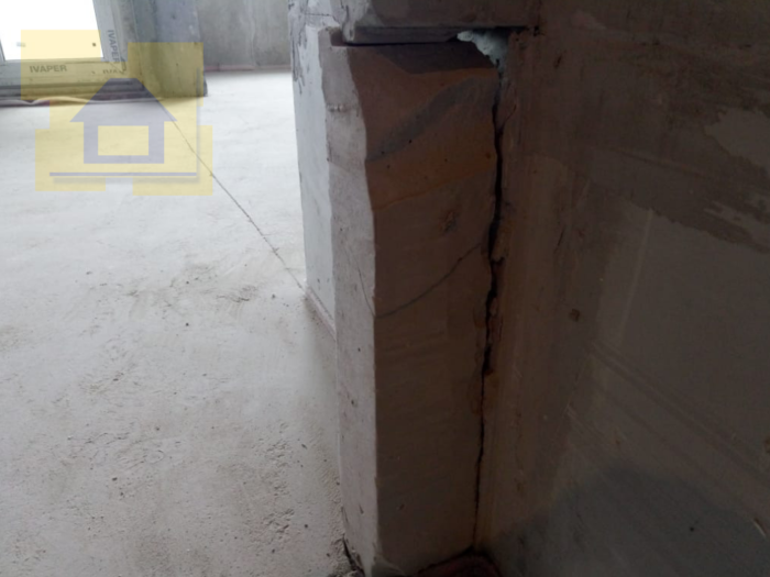 Приёмка квартиры в ЖК Правый Берег 3: Не закреплен нижний блок стены у дверного проема