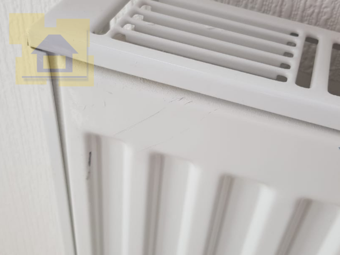 Приёмка квартиры в ЖК Весна 3: Нарушено ЛКП на радиаторе отопления