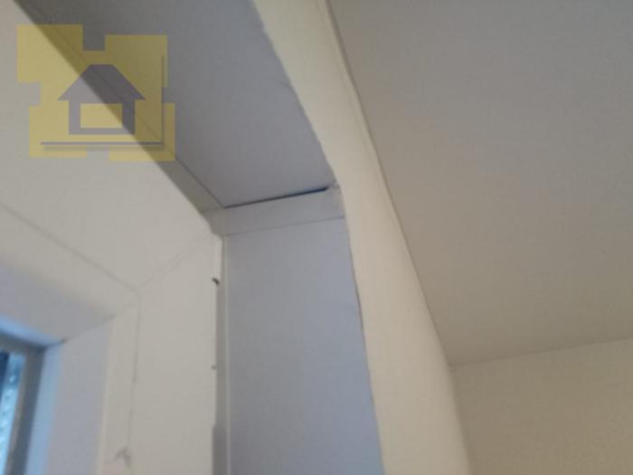 Приёмка квартиры в ЖК Я-Романтик: Стыки откосов из сендвич панелей с щелями