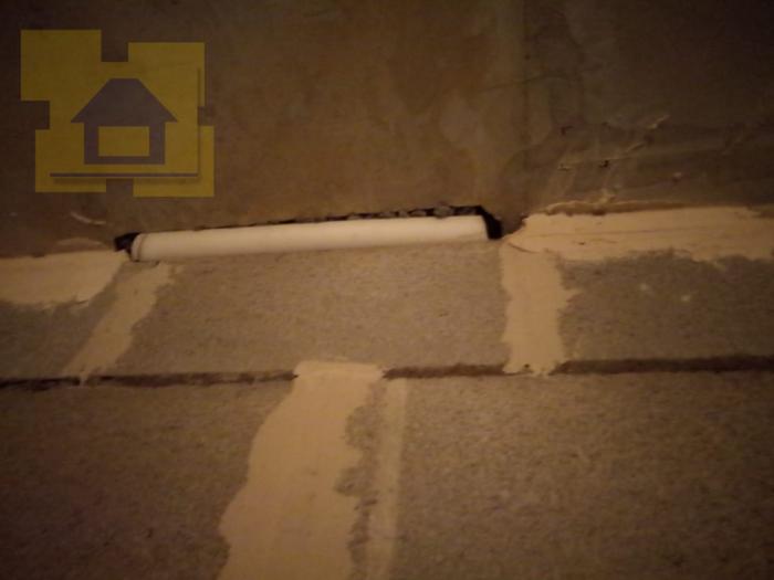 Приёмка квартиры в ЖК Две Столицы: Примыкание стены и потолка не оштукатурено