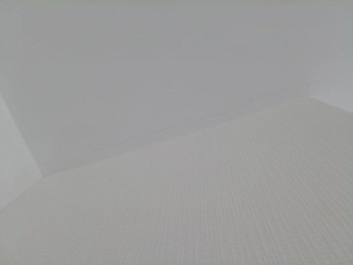 Приёмка квартиры в ЖК Калейдоскоп: Трещина на потолке вдоль вентшахты
