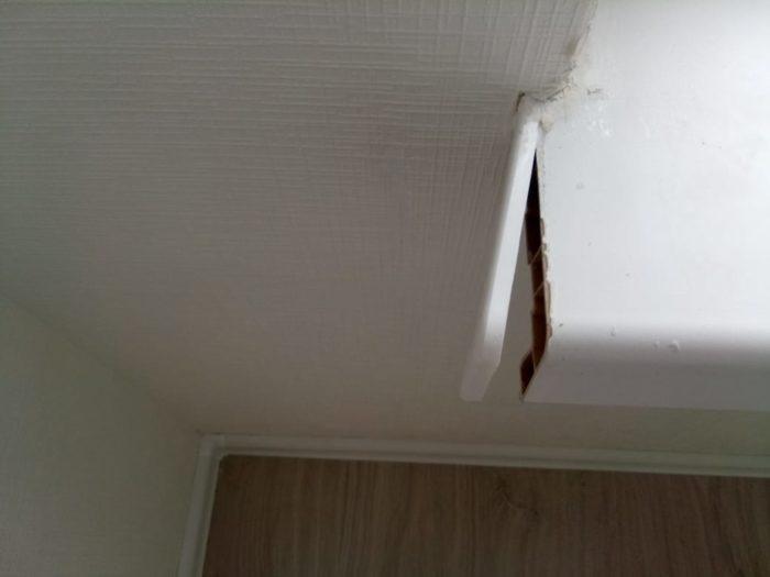 Приёмка квартиры в ЖК Калейдоскоп: Заглушка подоконника не закреплена