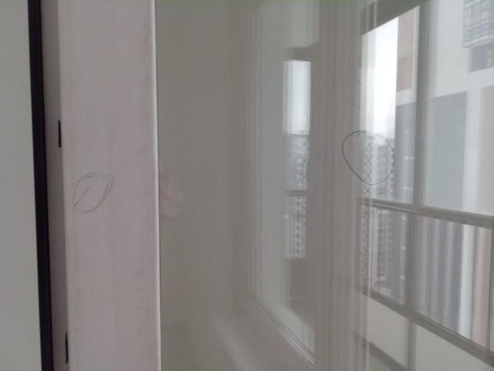 Приёмка квартиры в ЖК Калейдоскоп: Монтажная пена в радиаторе