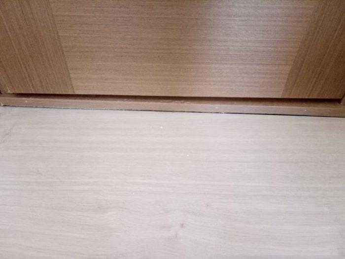 Приёмка квартиры в ЖК Калейдоскоп: Щель между порогом С/У и ламинатом