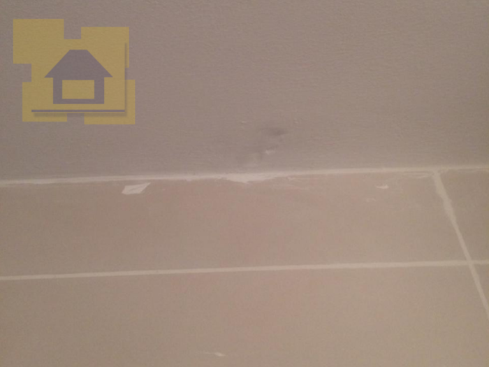 Приёмка квартиры в ЖК Весна 3: Скол шпаклёвки на потолке