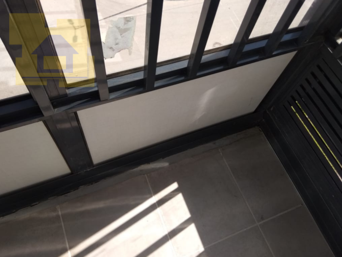 Приёмка квартиры в ЖК Калейдоскоп: Нащельник не перекрывает монтажный зазор плитки с фасадом