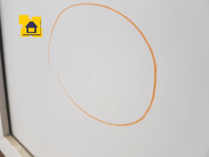 Приёмка квартиры в ЖК : Механическое повреждение сэндвич панели балконной двери