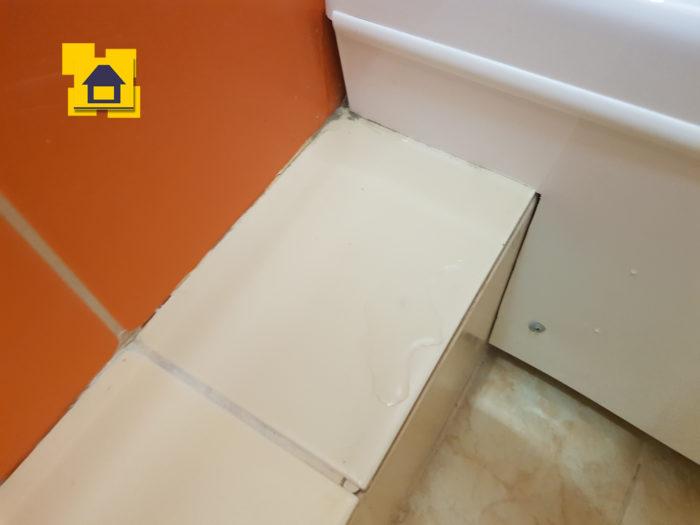 Приёмка квартиры в ЖК :  Не загерметизировано примыкание душевых шторок к плитке