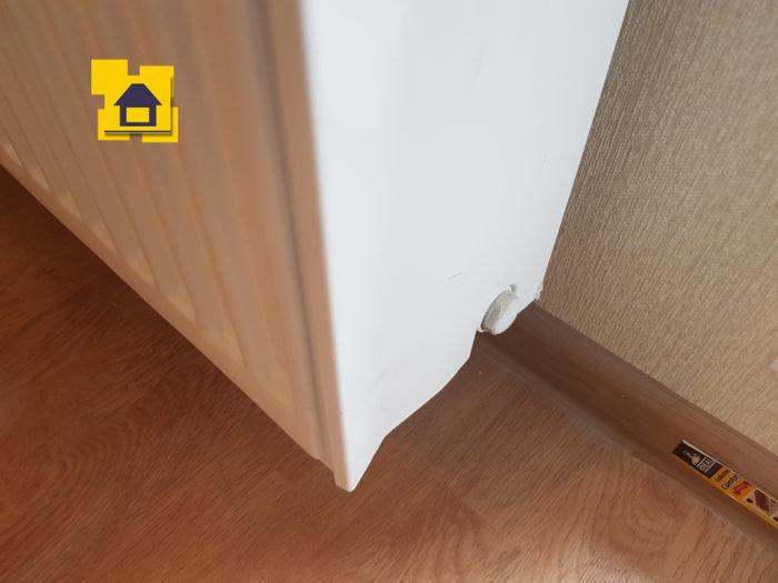 Приёмка квартиры в ЖК : Механическое повреждение накладки радиатора